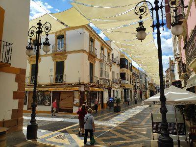 El Ayuntamiento realizará encuestas para conocer la opinión sobre los toldos de la Calle Corredera