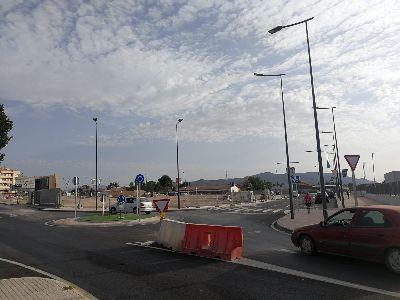 El Ayuntamiento de Lorca estudia medidas para evitar problemas de tráfico en la rotonda del nuevo centro educativo de la Carretera de Águilas