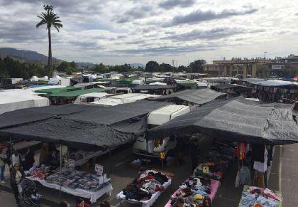 El Ayuntamiento habilita el antiguo parking de Limusa y un solar junto al río como aparcamiento gratuito para el mercado