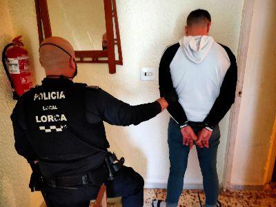 La Policía Local detiene a una persona por un delito de robo con intimidación que estaba en búsqueda y captura