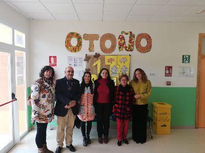 La concejala de Educación, Antonia Pérez, visita el Punto de Atención a la Infancia de La Paca durante su jornada de puertas abiertas