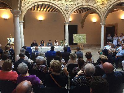 El Alcalde de Lorca presenta el libro ''Palabras que cruzan el mar. Historias breves de inmigrantes murcianos en Córdoba'', recopilado por el Centro Murciano de la ciudad argentina de Córdoba