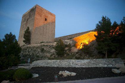 El Castillo de Lorca amplia su horario de apertura y se llena de actividades y visitas guiadas para que lorquinos y turistas puedan disfrutar de este lugar durante el mes de agosto