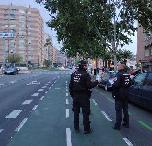 La Policía Local sancionará a quienes abandonen mascarillas y guantes en vía pública