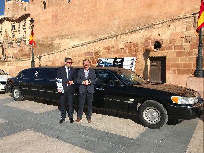 Lorca amplía su oferta turística con la posibilidad de recorrer el municipio y sus puntos de interés cultural en limusina o coche clásico, entre otros vehículos