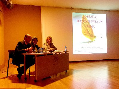 Presentado el libro de autoayuda ''Sobradas razones para el alma'' de la autora lorquina Marga Sánchez Ortega en el Aula de Cultura de Cajamurcia