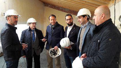 Las obras de reparación del Palacio de Villaescusa aligeran en 300 toneladas el peso del edificio para hacerlo más seguro frente a posibles terremotos