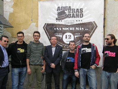 El grupo de raíces lorquinas ''Agua de Ras Band'' presenta este sábado a las 17:30 horas su primer disco ''Una noche más ?'' en la calle Corredera