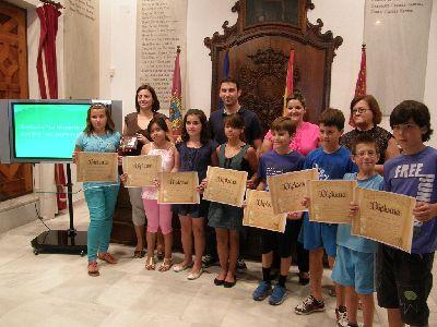 El Ayuntamiento entrega los premios del concurso ''La historia de mi pueblo'', en el que han participado alumnos de 6 colegios lorquinos