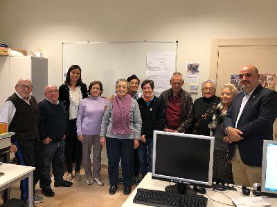 Más de 70 personas participan en los cursos de Nuevas Tecnologías que se imparten de lunes a viernes en el Centro Cívico ''Francisco Méndez'' del Barrio de San Cristóbal