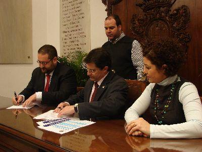 El Alcalde de Lorca, Francisco Jódar, firma un convenio con Eroski Almenara para la inserción laboral de mujeres que sufren la violencia de género