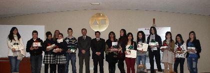 El Alcalde entrega los Premios Ángeles Pascual a las jóvenes promesas de la literatura local