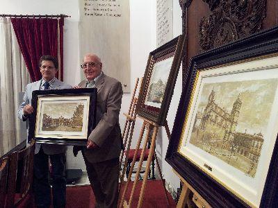 Salinas Correas dona al Ayuntamiento de Lorca tres de sus cuadros que representan los barrios altos con el castillo, el Consistorio y la Plaza de España