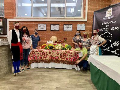 Coros y Danzas Virgen de las Huertas y la Escuela de Hostelería de Lorca se unen para promocionar nuestra gastronomía