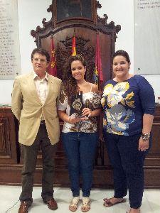 El Alcalde recibe a la artista lorquina Verónica Lozano, ganadora de la última edición del concurso televisivo de canción española ''A tu vera''