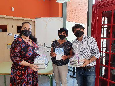 Imagen de El Ayuntamiento dona 500 ejemplares del poemario ''Bailar sobre las aguas'' a los centros educativos del municipio