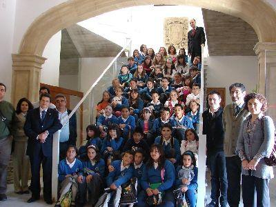 El Alcalde de Lorca recibe a 13 escolares de Aranjuez que visitan el municipio gracias a un intercambio con alumnos del colegio Juan Navarro de La Hoya