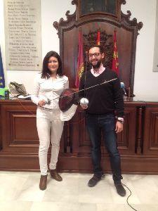 La colaboración del Ayuntamiento y el nuevo Club de Esgrima hace que el Complejo Felipe VI de Lorca acoja la única escuela municipal de florete de la región