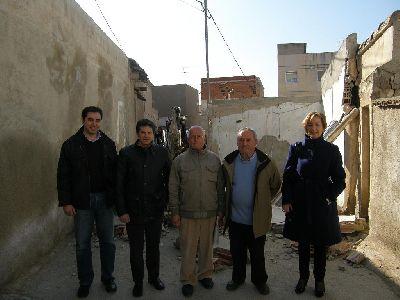 El Ayuntamiento de Lorca elimina el estrechamiento de la Calle Cueva de Mena, en San Cristóbal, dentro de su plan de mejora de la accesibilidad de los barrios altos