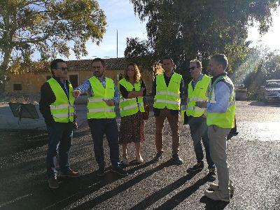 El alcalde de Lorca supervisa las tareas repavimentado con un asfalto que apuesta por el medio ambiente y la seguridad laboral