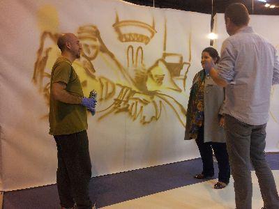 Lorca refuerza su campaña de promoción de la candidatura de los bordados de Semana Santa en Fitur con una muestra de grafitis con la imagen de mantos de Blancos y Azules