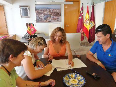 El Ayuntamiento de Lorca firma un convenio de colaboración con APAT para ampliar a horario de tardes el servicio en el Centro de Atención Temprana