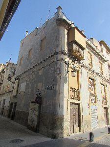 El Ayuntamiento realiza durante los meses estivales labores para impulsar el saneamiento y adecentamiento de edificaciones en el Casco Histórico de la ciudad