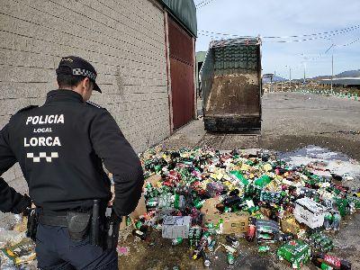 La Policía Local de Lorca ha procedido a la destrucción de 3.500 unidades de bebidas alcohólicas intervenidas en diferentes inspecciones y controles a locales