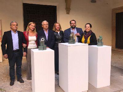La artista lorquina, Lola Arcas, esculpe los trofeos de los ganadores del XXIX Festival Internacional de Cante Flamenco ''Ciudad del Sol'' que se celebrará los días 7, 8 y 9 de noviembre