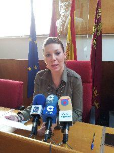 La Junta de Gobierno Local aprueba la concesión de 18 nuevas ayudas para familias lorquinas damnificadas por los terremotos por el importe de 23.914 euros.