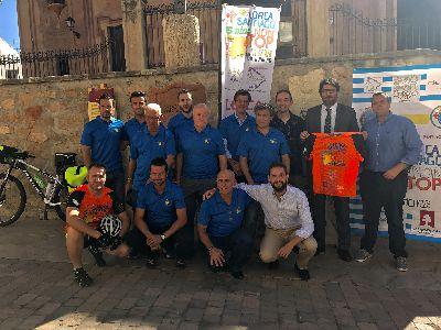 21 deportistas recorrerán de manera ininterrumpida y por relevos durante cinco días los 1.143 kilómetros que separan Lorca de Santiago de Compostela
