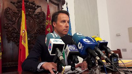 El Alcalde reivindica la fuerza del municipalismo frente a la persecución que sufren los concejales catalanes y afirma que ''si no hay Ley, no hay democracia''