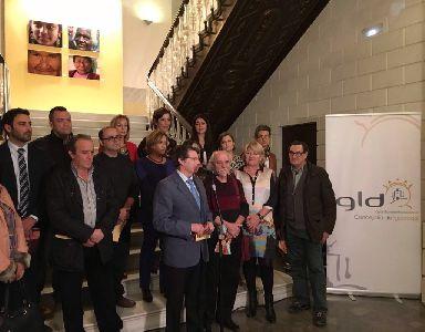 Francisco Jódar inaugura la exposición ''Heroínas. 8 miradas por el 8 de Marzo'', que podrá visitarse en el Huerto Ruano hasta el día 18