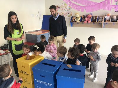 El Ayuntamiento distribuirá 600 papeleras amarillas y azules donadas por Ecoembes en centros de enseñanza y dependencias municipales para fomentar el reciclaje
