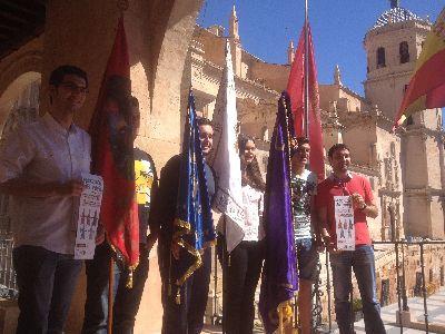 Más de un millar de jóvenes lorquinos participan este viernes en la Procesión del Papel de Lorca, que desfilará por la calle Corredera a partir de las 19:30 horas