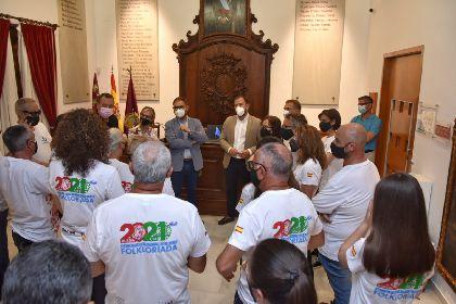 Miembros de la Corporación Municipal reciben al Grupo Coros y Danzas de Lorca tras participar en la Folkloriada en Rusia