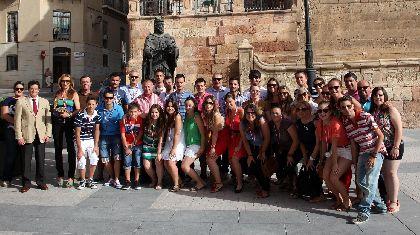 El Alcalde felicita a Coros y Danzas de Lorca por su primer premio en el Festival Internacional de Estambul, cuya dotación económica se destinará a restaurar el Convento Patronal
