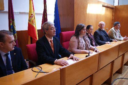 El Ayuntamiento recibe una ayuda de 40.000 euros de la recaudación obtenida en la exposición ''Arte por Lorca'' que se destinará a los Pasos Azul y Blanco
