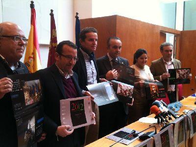 Ayuntamiento y Área Comercial Corredera editan un calendario solidario con fotografías de Semana Santa para recaudar fondos destinados a la Mesa Solidaria