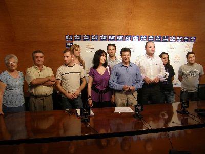 El alcalde firma un convenio con diez asociaciones lorquinas para fomentar su presencia en Internet