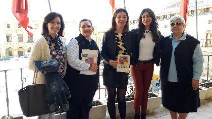 La Concejalía de Sanidad y Consumo forma a las alumnas del proyecto Renacer en hábitos saludables, derechos del usuario, primeros auxilios y cuidados del bebé