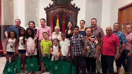 El Alcalde recibe a los niños saharauis que disfrutarán del verano en Lorca gracias al programa ''Vacaciones en Paz'' de la Asociación Amigos del Pueblo Saharaui