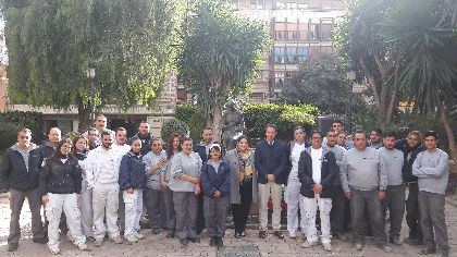 La renovación estética de la Plaza Concha Sandoval permite estabilizar la popular escultura de la bordadora y mejorar su jardinería, mobiliario urbano e iluminación ornamental
