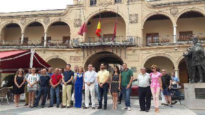 Lorca manifiesta su repulsa a los atentados terroristas perpetrados contra Niza con una concentración en la Plaza de España