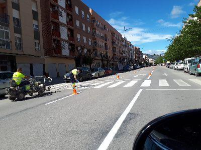 El Ayuntamiento lleva a cabo labores de repintado de las señales horizontales aprovechando el descenso del tráfico