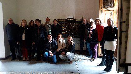 El Palacio de Guevara recupera parte de su mobiliario original gracias al trabajo de restauración realizado por los alumnos del taller municipal de Empleo