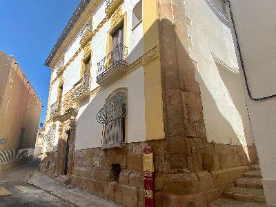 El Ayuntamiento de Lorca lleva a cabo trabajos de mejora en la fachada del Archivo Municipal