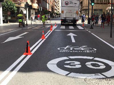 El Ayuntamiento llevará a cabo, a partir de mañana, mejoras de la señalización horizontal de la Avenida Juan Carlos I