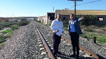 El Alcalde solicita que no haya más retrasos para la llegada del AVE soterrado a Lorca y planteará al Gobierno de España que los pasos sobre las vías del tren sean inferiores