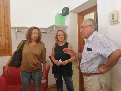 Los beneficiarios de los Programas de Empleo y Formación de la Concejalía de Desarrollo Local acondicionan el Teatro Guerra